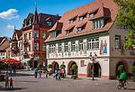 Deutschland, Baden-Wuerttemberg, Schwarzwald, Haslach im Ortenaukreis: Marktplatz im Stadtzentrum mit Rathaus | Germany, Baden-Wurttemberg, Black Forest, Haslach: Market Square at centre with townhall