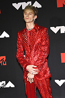 NEW YORK, NY- SEPTEMBER 12: Machine Gun Kelly at the 2021 MTV Video Music Awards at Barclays Center on September 12, 2021 in Brooklyn,  New York City. <br /> CAP/MPI/JP<br /> ©JP/MPI/Capital Pictures