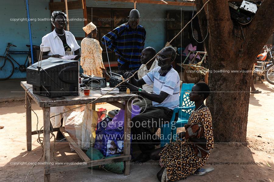 SOUTH SUDAN, Bahr al Ghazal region, Lakes State, town Rumbek , roadside electronic repair / SUED-SUDAN  Bahr el Ghazal region , Lakes State, Rumbek , Strassenwerkstatt