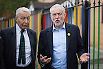 © Joel Goodman - 07973 332324 . 24/09/2016 . Liverpool , UK . JEREMY CORBYN (r) and FRANK FIELD (l) visit Beaconsfield Community House in Birkenhead , following Corbyn's victory declaration . The centre provides clothes and food that would otherwise be destined for waste from supermarkets , to local residents in need . Photo credit : Joel Goodman