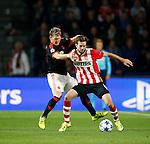 Nederland, Eindhoven, 15 september 2015<br /> Champions League<br /> Seizoen 2015-2016<br /> PSV-Manchester United<br /> Davy Propper van PSV en Bastian Schweinsteiger strijden om de bal
