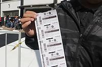 CAMPINAS, SP 06.08.2019 - DERBI/FUTEBOL -  Torcedores formam fila na manhã desta terça-feira (6) no estádio Moisés Lucarelli na cidade de Campinas (SP) para a venda de ingressos para o dérbi contra o Guarani, que acontece neste domingo (11), às 11h, pela 15ª rodada da Série B. Apenas torcedores da Ponte Preta poderão assistir ao clássico, por causa da regra de torcida única. Funcionários da equipe pintavam toda a entrada do estádio que faz aniversário de 119 anos no dia do jogo. (Foto: Denny Cesare/Código19)