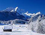 Germany, Bavaria, Upper Bavaria, Werdenfelser Land: Winter scenery with Wetterstein Mountains and Zugspitzmassiv (Zugspitze Mountain)