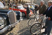 -  Vigevano, rally of vintage cars in Ducal Square....- Vigevano, raduno di auto d'epoca in Piazza Ducale