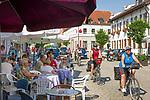 Deutschland, Bayern, Niederbayern, Naturpark Altmuehltal, Kelheim: Cafe im Stadtzentrum | Germany, Lower Bavaria, Nature Park Altmuehltal, Kelheim: Café at town centre