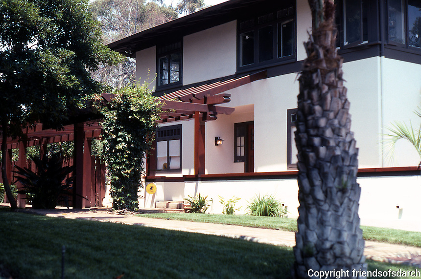 Irving Gill: Alice Lee Cottage #2. 3578 7th Ave., San Diego. Showing new pergola. Photo 2000.