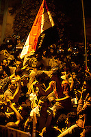 EGITTO, IL CAIRO 9/10 settembre 2011: assalto all'ambasciata israeliana. Migliaia di manifestanti egiziani, ancora infuriati per l'uccisione di cinque guardie di frontiera egiziane da parte dell'esercito israeliano, hanno fatto irruzione nella sede diplomatica israeliana e sono stati poi sgomberati da esercito e polizia egiziana. Nell'immagine: manifestanti e polizia egiziana.<br /> Egypt attack to the Israeli embassy  Attaque à l'ambassade israelienne Caire