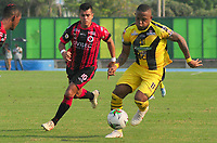BARRANCABERMEJA  - COLOMBIA, 14-04-2019: Jhon Vasquez  (Der.) jugador de  Alianza Petrolera disputa el balón con Matias Perez Garcia (Izq.)jugador del Cúcuta Deportivo durante partido por la fecha 15 de la Liga Águila I 2019 jugado en el estadio Daniel Villa Zapata de la ciudad de Barrancabermeja. / Jhon Vasquez (R)   player of  Alianza Petrolera  fights the ball  agaisnt of  Matias Perez Garcia  (L) player of Cucuta Deportivo  during the match for the date 15 of the Liga Aguila I 2019 played at the Daniel Villa Zapata Stadium in Barrancabermeja  city. Photo: VizzorImage / José Martínez  / Contribuidor