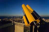 Europe/France/Provence-Alpes-Côte d'Azur/13/Bouches-du-Rhône/Marseille : Vue depuis Notre-Dame-de-la-Garde sur les îles Frioul