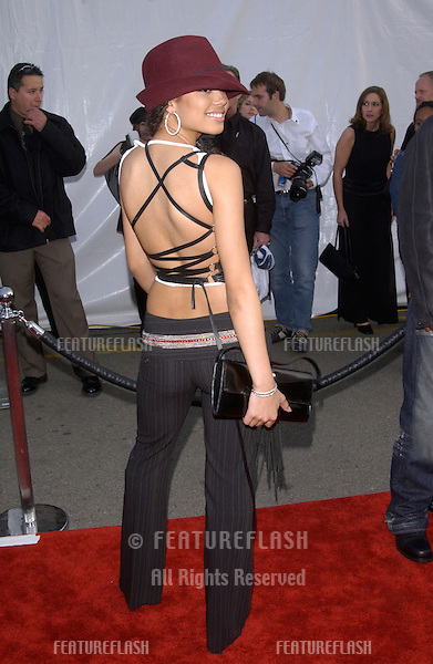 JENNIFER FREEMAN at the 30th Annual American Music Awards in Los Angeles..13JAN2003.  © Paul Smith / Featureflash