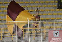 BOGOTA -COLOMBIA, 26-09-2015. Hincha del Tolima anima a su equipo durant el partido entre Deportes Tolima e Independiente Santa Fe por la fecha 14 de la Liga Aguila II 2015 jugado en el estadio Metropolitano de Techo de la ciudad de Bogotá./ Fan of Tolima cheer his team during the match between Deportes Tolima and Independiente Santa Fe valid for the date 14 of the Aguila League II 2015 played at Metropolitano de Techo stadium in Bogota city. Photo: VizzorImage / Gabriel Aponte / Staff