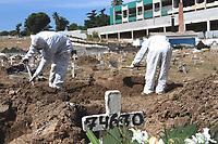 13/05/2020 - VÍTIMAS DO CORONAVIRUS SÃO ENTERRADAS NO RIO DE JANEIRO