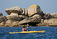 Europe/France/Bretagne/29/Finistère/Brignogan:  Promenade en kayak  le long de la Côte des Légendes  avec le Centre Nautique de Brignogan-Plage
