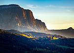 Italien, Suedtirol (Trentino - Alto Adige), Dolomiten, Lajen (italienisch Laion) im Eisacktal vor dem Schlern | Italy, South Tyrol (Trentino - Alto Adige), Dolomites, Lajen (italienisch Laion) at Valle Isarco and Schlern mountain (Italian Sciliar)