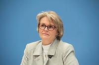 """Bundesgesundheitsminister Jens Spahn (CDU) und Bundesforschungsministerin Anja Karliczek (CDU, (im Bild)) stellten am Dienstag den 29. Januar 2019 in Berlin die """"Nationale Dekade gegen Krebs"""" vor. Ziel sei, """"Krebserkrankungen moeglichst verhindern, Heilungschancen durch neue Therapien verbessern, Lebenszeit und -qualitaet von Betroffenen erhoehen"""".<br /> 29.1.2019, Berlin<br /> Copyright: Christian-Ditsch.de<br /> [Inhaltsveraendernde Manipulation des Fotos nur nach ausdruecklicher Genehmigung des Fotografen. Vereinbarungen ueber Abtretung von Persoenlichkeitsrechten/Model Release der abgebildeten Person/Personen liegen nicht vor. NO MODEL RELEASE! Nur fuer Redaktionelle Zwecke. Don't publish without copyright Christian-Ditsch.de, Veroeffentlichung nur mit Fotografennennung, sowie gegen Honorar, MwSt. und Beleg. Konto: I N G - D i B a, IBAN DE58500105175400192269, BIC INGDDEFFXXX, Kontakt: post@christian-ditsch.de<br /> Bei der Bearbeitung der Dateiinformationen darf die Urheberkennzeichnung in den EXIF- und  IPTC-Daten nicht entfernt werden, diese sind in digitalen Medien nach §95c UrhG rechtlich geschuetzt. Der Urhebervermerk wird gemaess §13 UrhG verlangt.]"""