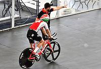 CALI – COLOMBIA – 15-02-2017: Ciclista de Suiza, recibe instrucciones, durante entreno en el Velodromo Alcides Nieto Patiño, sede de la Copa Mundo UCI de Pista de Cali 2017. / Cyclist from Switzerland, Receive instructions, during a training sesión at the Alcides Nieto Patiño Velodrome, home of the Cali Track World Cup 2017 UCI. Photo: VizzorImage / Luis Ramirez / Staff.