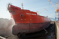 Sallie Knutsen ship in dry dock, Brest, France. A purpose-built crude oil/shuttle tanker built in 1999 in Korea. Its length 276m and a gross tonnage of 87827..IMO number 9169627.Double Hull..Builder, Hyundai Heavy Industries, Ulsan, South Korea..Flag Isle of Man (UK).Manager/Owner Knutsen Oas Shipping, Haugesund, Norway.....Copyright..John Eveson,.Dinkling Green Farm,.Whitewell,.Clitheroe,.Lancashire..BB7 3BN.Tel. 01995 61280.Mobile 07973 482705.j.r.eveson@btinternet.com.www.johneveson.com
