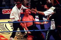 Pix:Michael Steele/SWpix...Boxing, Manchester Arena, 1995...COPYRIGHT PICTURE>>SIMON WILKINSON..Boxing, Manchester Arena.