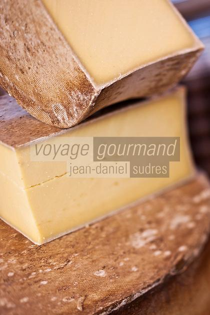 Europe/France/Rhône-Alpes/74/Haute-Savoie/Annecy: Beaufort d'Alpage sur l' étal d'un marchand de Fromages sur  le marché Rue Sainte-Claire
