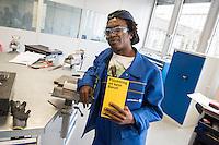 Praktikum fuer gefluechtete Menschen im Ausbildungszentrum der Vattenfall Waerme AG in Berlin-Neukoelln. Der schwedische Energiekonzern versucht zusammen mit der Berliner Initiative ARRIVO fuer gefluechtete Menschen die Chancen auf dem deutschen Arbeitsmarkt zu erhoehen. Im laufenden Jahr sind sechs dreimonatige Praxistrainings mit je fuenf bis zehn jungen Gefluechteten geplant. Sie umfassen Vermittlung der deutschen Sprache, interkulturelles Wissen und berufliches Training auf kaufmaennischem und gewerblich-technischem Gebiet - von Computer-Kenntnissen bis zu Metallverarbeitung.<br /> 11.4.2016, Berlin<br /> Copyright: Christian-Ditsch.de<br /> [Inhaltsveraendernde Manipulation des Fotos nur nach ausdruecklicher Genehmigung des Fotografen. Vereinbarungen ueber Abtretung von Persoenlichkeitsrechten/Model Release der abgebildeten Person/Personen liegen nicht vor. NO MODEL RELEASE! Nur fuer Redaktionelle Zwecke. Don't publish without copyright Christian-Ditsch.de, Veroeffentlichung nur mit Fotografennennung, sowie gegen Honorar, MwSt. und Beleg. Konto: I N G - D i B a, IBAN DE58500105175400192269, BIC INGDDEFFXXX, Kontakt: post@christian-ditsch.de<br /> Bei der Bearbeitung der Dateiinformationen darf die Urheberkennzeichnung in den EXIF- und  IPTC-Daten nicht entfernt werden, diese sind in digitalen Medien nach §95c UrhG rechtlich geschuetzt. Der Urhebervermerk wird gemaess §13 UrhG verlangt.]