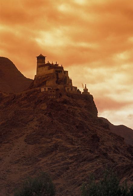 Yumbu Lakang Palace, Yarlung Valley, Tibet, Tibetan Autonomous Region, China, Asia