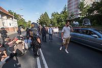 """Nazidemonstration in Frankfurt an der Oder.<br /> Ca. 120 Nazis aus Berlin und Brandenburg zogen am Samstag den 3. September 2016 mit einer Demonstration durch Frankfurt an der Oder. Angekuendigt war der Aufmarsch als grenzuebergreifende Demonstration von deutschen und polnischen Nazis gegen Islam und Fluechtlinge, es nahmen jedoch nur zwei Personen aus Polen teil.<br /> In Redebeitraegen und Parolen wurde gegen die """"Kriminalitaet aus Osteuropa"""" gehetzt und behauptet es faende eine """"gewollte Uberfremdung der deutschen Heimat durch Fluechtlinge"""" statt.<br /> Angefuehrt wurde die Demonstration von der Oderbruecke zum Bahnhof von der rechtsextremen Kleinstpartei """"Der 3. Weg"""". Des Weiteren nahmen Mitglieder von """"unabhaengigen Buergerinitiativen"""" gegen Fluechtlinge, der NPD, sog. Freien Kameradschaften und Mitgliedern der rechtsextremen Gruppe """"Die Identitaeren"""" teil.<br /> Einige Personen einer Gegendemonstration versuchten mit Sitzblockaden die rechtsextreme Demonstration zu verhindern, die Polizei fuehrte die Nazis jedoch an den Blockierern vorbei. Vereinzelt wurden Personen, die versuchten die Demonstrationsroute zu blockieren, von der Polizei mit Tritten und Schlagstockeinsatz von der Strasse vertrieben.<br /> Rechts im Bild: Pascal Stolle, """"Der 3. Weg"""".<br /> 3.9.2016, Frankfurt an der Oder<br /> Copyright: Christian-Ditsch.de<br /> [Inhaltsveraendernde Manipulation des Fotos nur nach ausdruecklicher Genehmigung des Fotografen. Vereinbarungen ueber Abtretung von Persoenlichkeitsrechten/Model Release der abgebildeten Person/Personen liegen nicht vor. NO MODEL RELEASE! Nur fuer Redaktionelle Zwecke. Don't publish without copyright Christian-Ditsch.de, Veroeffentlichung nur mit Fotografennennung, sowie gegen Honorar, MwSt. und Beleg. Konto: I N G - D i B a, IBAN DE58500105175400192269, BIC INGDDEFFXXX, Kontakt: post@christian-ditsch.de<br /> Bei der Bearbeitung der Dateiinformationen darf die Urheberkennzeichnung in den EXIF- und  IPTC-Daten nicht entfern"""