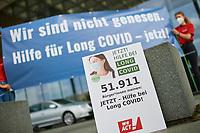 """Der SPD-Politiker und Mediziner Karl Lauterbach nahm am Dienstag den 7. September 2021 in Berlin eine Petition von """"Long COVID Deutschland"""" entgegen. Mit der Petition fordern fast 52.000 Menschen die Politik zu sofortigem und schnellen Handeln auf. """"Wir brauchen dringend bundesweite Informationskampagnen, gleiche medizinische Versorgung fuer alle Betroffenen und vor allem wesentlich mehr Forschungsgelder"""", so eine Sprecherin der Initiative. Sie ist selber von Long Covid schwer betroffen und moechte in den Medien nicht namentlich genannt werden, da sie gesundheitlich nicht in der Lage ist, sich mit Coronaleugnern oder Impf-Gegnern auseinander zu setzen.<br /> 7.9.2021, Berlin<br /> Copyright: Christian-Ditsch.de"""
