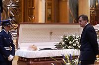 February 12, 2004 -  Lucien Bouchard, attend the Wake of Claude Ryan<br /> , former leader of the Liberal Party of Quebec, former editor, Le Devoir<br /> <br /> Archive - 12 fevrier 2004 - Le cerceuil  de Claude Ryan, ancien chef du PLQ et ancien redacteur en chef du Devoir, a la Basilique Notre-Dame