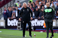 3rd October 2021;   City of London Stadium, London, England; EPL Premier League football, West Ham versus Brentford; West Ham United Manager David Moyes shouts out instructions