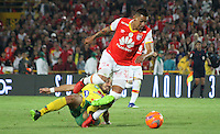 BOGOTA -COLOMBIA, 18-02-2017.Yeison Gordillo(L)  player of Independiente Santa Fe fights the ball against of Emiliano Mendez (R) player of Atletico Huila  during match for the date 4 of the Aguila League I 2017 played at Nemesio Camacho El Campin stadium . Photo:VizzorImage / Felipe Caicedo  / Staff