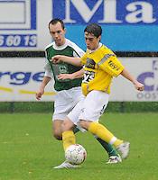 SC Wielsbeke - KM Torhout..Dries Bernaert schopt de bal weg voor de ogen van Sam Van Crugten..foto VDB / BART VANDENBROUCKE