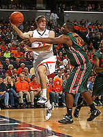 Virginia beat No. 23 Miami 75-57 on Saturday night for its seventh straight victory during an NCAA basketball game Saturday, Jan. 16, 2009 at the John Paul Jones Arena.  (Photo/Andrew Shurtleff)