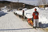 Diana Moroney on Trail @ Takotna Chkpt 2005 Iditarod