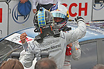 04.07.2010, Norisring, Nuernberg, GER, 4. DTM Lauf Norisring 2010, im Bild.Jamie Green (Junge Sterne AMG Mercedes) wird von Mattias Ekstroem (Audi Sport Team Abt Sportsline) umarmt.Foto: nph /  News