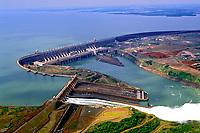 Usina hidrelétrica de Itaipú no Paraná. 1997. Foto de Ricardo Azoury.