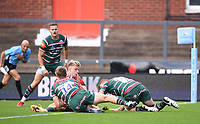 30th August 2020; Kingsholm Stadium, Gloucester, Gloucestershire, England; English Premiership Rugby, Gloucester versus Leicester Tigers; Ollie Thorley of Gloucester scores his second try under pressure from Harry Potter of Leicester Tigers