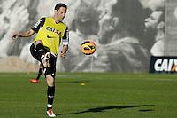 SAO PAULO, SP 18 JULHO 2013 - TREINO CORINTHIANS - O jogador Chicão do Corinthians, treinou na tarde de hoje, 18, no Ct. Dr. Joaquim Grava, na zona leste de São Paulo. FOTO: PAULO FISCHER/BRAZIL PHOTO PRESS