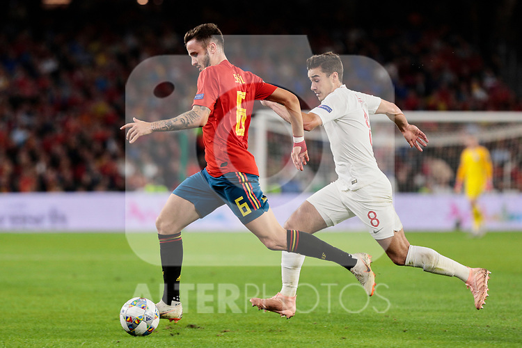 Spain's Saul Niguez and England's Harry Winks during UEFA Nations League 2019 match between Spain and England at Benito Villamarin stadium in Sevilla, Spain. October 15, 2018. (ALTERPHOTOS/A. Perez Meca)