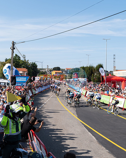 The sprint for the finish line of Stage 16 of La Vuelta d'Espana 2021, running 180km from Laredo to Santa Cruz de Bezana, Spain. 31st August 2021.     <br /> Picture: Cxcling | Cyclefile<br /> <br /> All photos usage must carry mandatory copyright credit (© Cyclefile | Cxcling)
