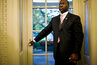 A Secret Service agent stands at the door of the Oval Office while President Bush meets with with Paraguay's President Fernando Lugo at the White House in Washington...Photo by Brooks Kraft/Corbis........