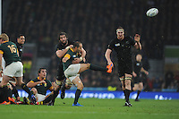 Fourie du Preez of South Africa gets his kick away despite the attentions of Samuel Whitelock of New Zealand during the Semi Final of the Rugby World Cup 2015 between South Africa and New Zealand - 24/10/2015 - Twickenham Stadium, London<br /> Mandatory Credit: Rob Munro/Stewart Communications