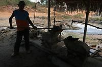 """Garimpo Ouro Verde. <br /> O garimpo que fica cerca de 80 km de Altamira È um dos muitos da regi""""o a usar merc˙rio para extraÁ""""o do metal.<br /> Senador JosÈ PorfÌrio, Par·, Brasil.<br /> Foto Paulo Santos/Interfoto<br /> 17/08/2005"""