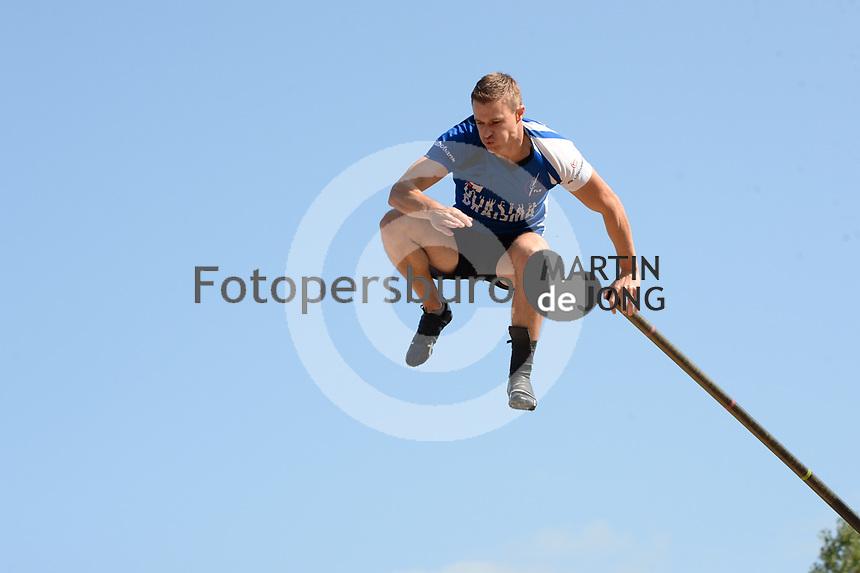FIERLJEPPEN: WINSUM: 04-09-2021, FK Fierljeppen, Nard Brandsma 21.29 meter, ©foto Martin de Jong