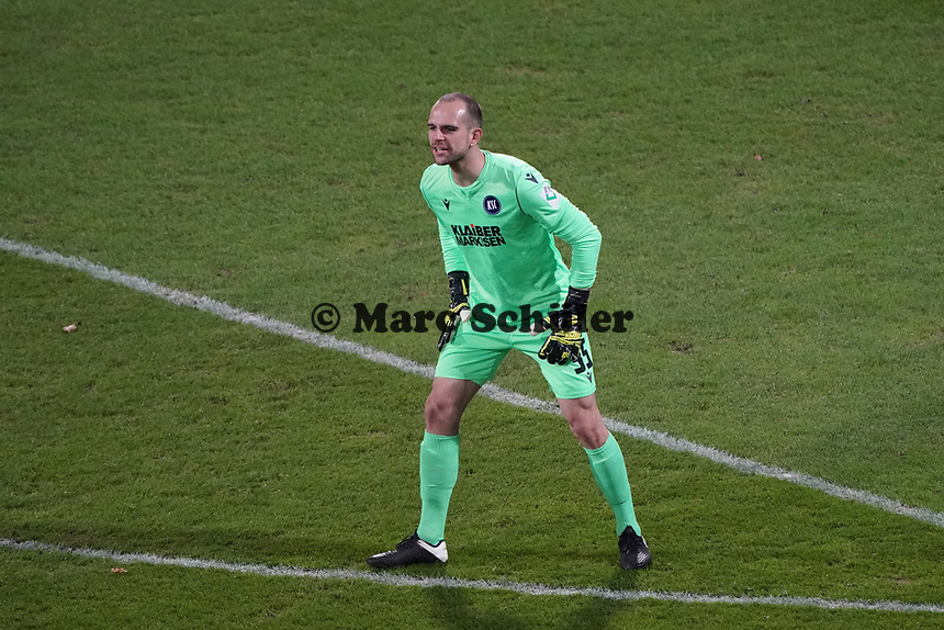 Torwart Marius Gersbeck (Karlsruher SC)<br /> <br /> - 26.02.2021 Fussball 2. Bundesliga, Saison 20/21, Spieltag 23, SV Darmstadt 98 - Karlsruher SC, Stadion am Boellenfalltor, emonline, emspor, <br /> <br /> Foto: Marc Schueler/Sportpics.de<br /> Nur für journalistische Zwecke. Only for editorial use. (DFL/DFB REGULATIONS PROHIBIT ANY USE OF PHOTOGRAPHS as IMAGE SEQUENCES and/or QUASI-VIDEO)