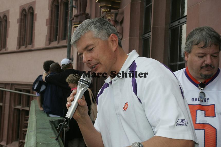 Frankfurt Galaxy General Manager Tilman Engel bei seiner Ansprache
