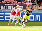 Nederland, Utrecht, 5 april 2015<br /> Eredivisie<br /> Seizoen 2014-2015<br /> FC Utrecht-Ajax (1-1)<br /> Ramon Leeuwin van FC Utrecht probeert Anwar El Ghazi van Ajax af te stoppen