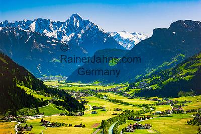 Oesterreich, Tirol, Fruehling im Zillertal, Blick ins Zillertal mit den Ortschaften Ramsau und Mayrhofen am Ende des Tals und den noch schneebedeckten Gipfeln der Zillertaler Alpen   Austria, Tyrol, springtime at Ziller-Valley, resort Zell am Ziller: view into Ziller Valley with still snow covered summits of Ziller-Valley Alps