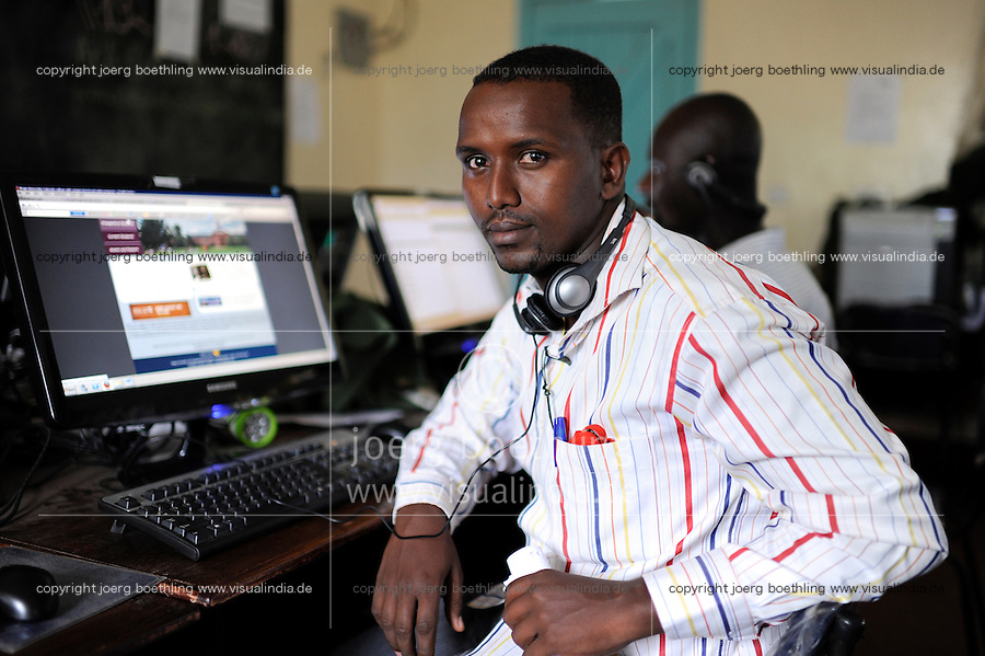 KENYA Turkana Region, refugee camp Kakuma, where 80.000 refugees receive shelter and food from UNHCR, JRS Jesuit Refugee Service, Computer Training for refugees / KENIA Fluechtlingslager Kakuma in der Turkana Region , hier werden ca. 80.000 Fluechtlinge vom UNHCR versorgt, JRS Jesuit Refugee Service, Computer Training und Fernstudium fuer Fluechtlinge