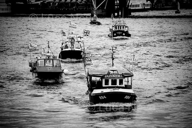 """Flotillas Battle On The Thames - Brexit Vs In EU, Farage Vs Geldof"".<br />