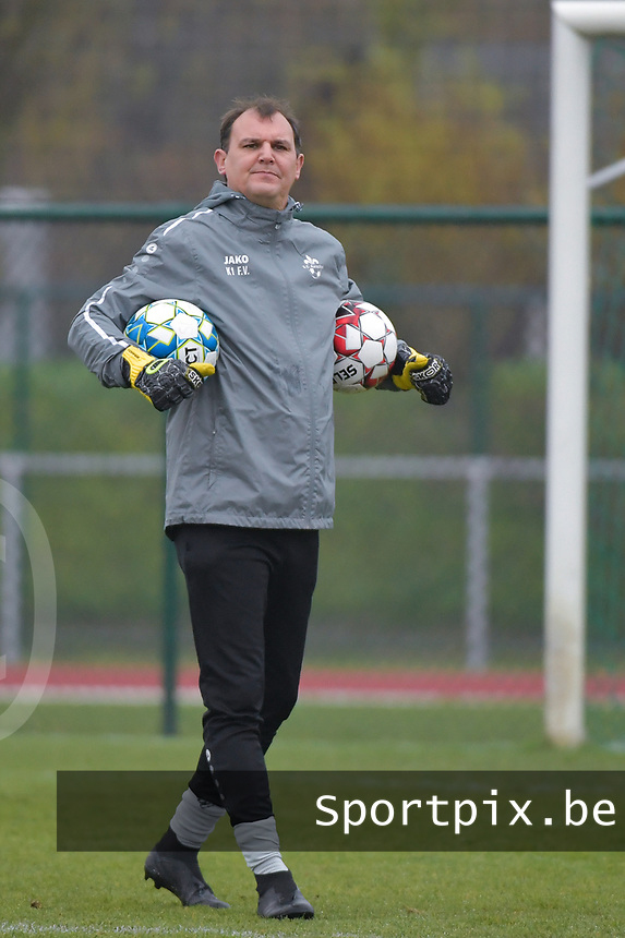 Woluwe's goalkeeper coach Cedric Dubois pictured during a female soccer game between SV Zulte - Waregem and White Star Woluwe on the 9th matchday of the 2020 - 2021 season of Belgian Scooore Women s SuperLeague , saturday 12 th of December 2020  in Waregem , Belgium . PHOTO SPORTPIX.BE | SPP | DIRK VUYLSTEKE